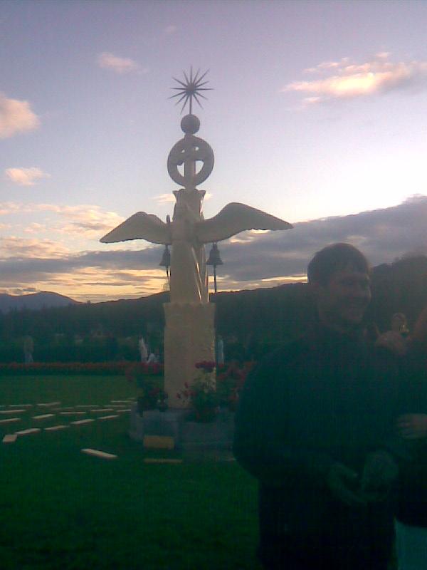 Фигура ангела на центральной площади Города Солнца